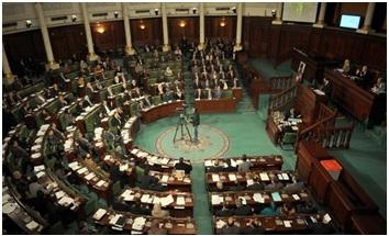 دستور تونس يلزم قوات الجيش والشرطة بـ