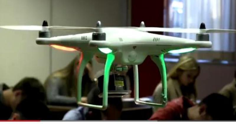 طائرة بدون طيار لمراقبة الطلاب في الامتحانات