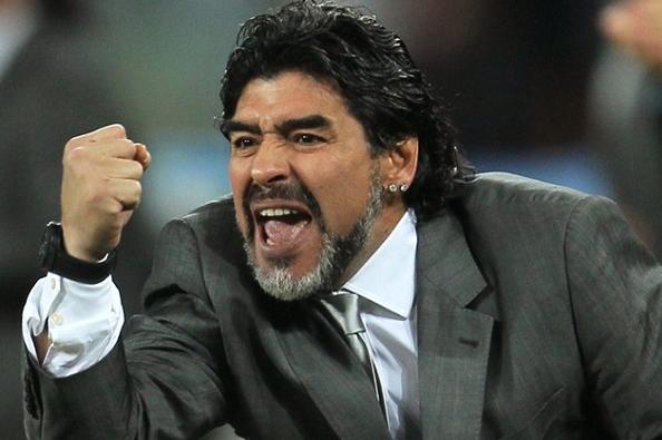 مارادونا يقلل من قيمة الكرة الذهبية الشرفية التي نالها غريمه بيلي