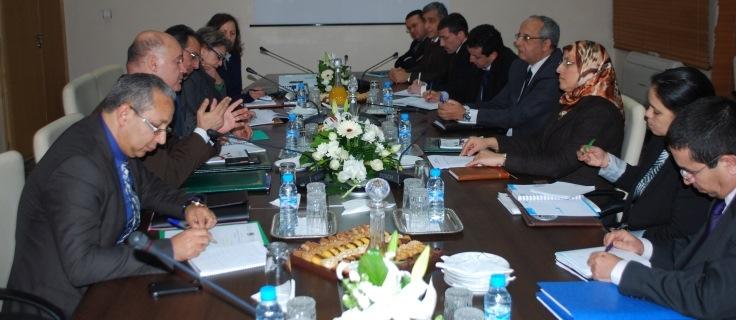 وزيران مغربيان يبحثان تسوية وضعية المهاجرين المقيمين بصفة غير قانونية