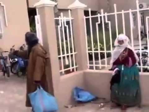 مشهد مؤلم لأم عجوز أمام محكمة تزنيت