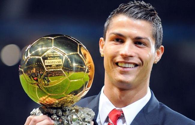 رونالدو ينال الكرة الذهبية متفوقا على ميسي
