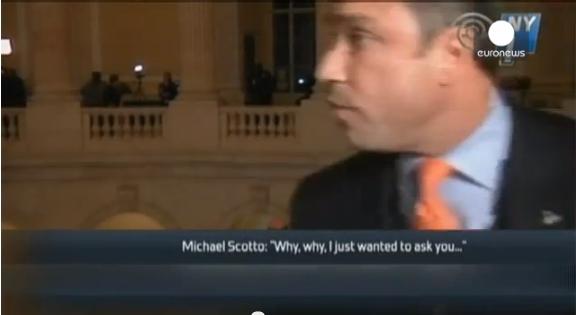 نائب في الكونغرس يهدد صحفيا بإقائه من الشرفة