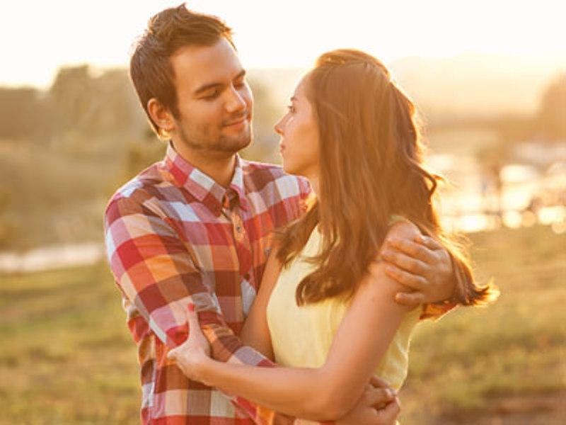 كيف تشجّعين زوجك على إظهار رومانسيته؟