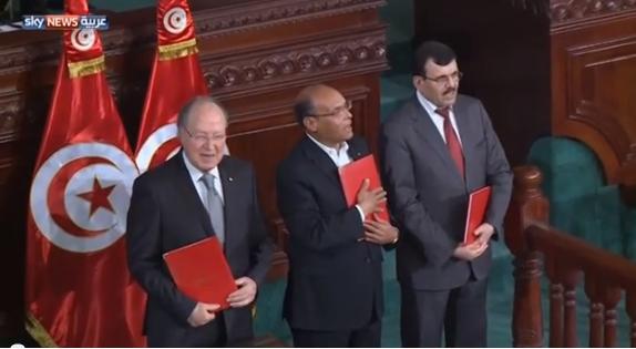 تونس: ترقب بعد إقرار الدستور
