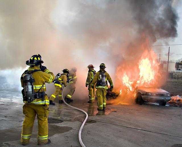 طفل يضحي بنفسه من أجل أسرة تحترق