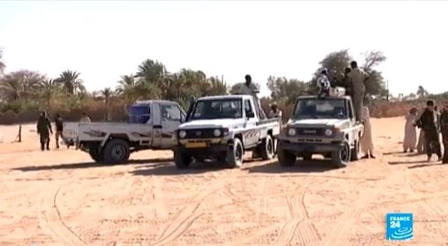 ليبيا: متمردون يستولون على قاعدة