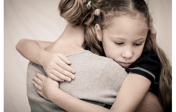 كيف يمكن للأمهات التعامل مع أبنائهم المراهقين؟