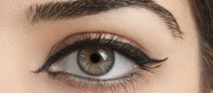 اليك عزيزتي بعض الطرق لرسم العين بالكحل السائل