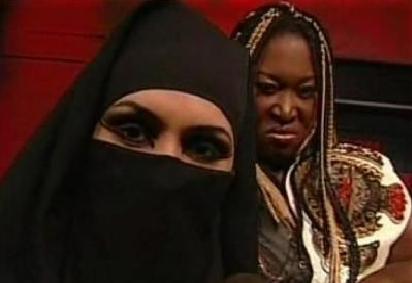 منقبة تقتحم حلبة المصارعة