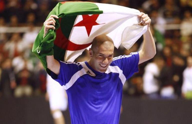 زيدان يؤكد قدرة منتخب الجزائر على الوصول للدور الثاني في المونديال