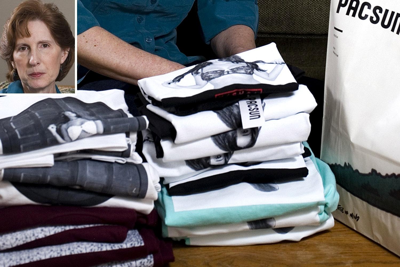 سيدة أمريكية تشتري قمصانا