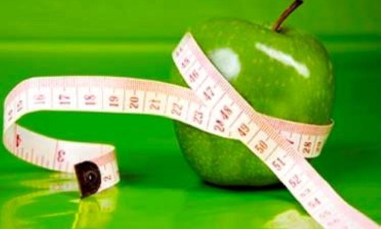 التفاح الأخضر يقلص حجم المعدة
