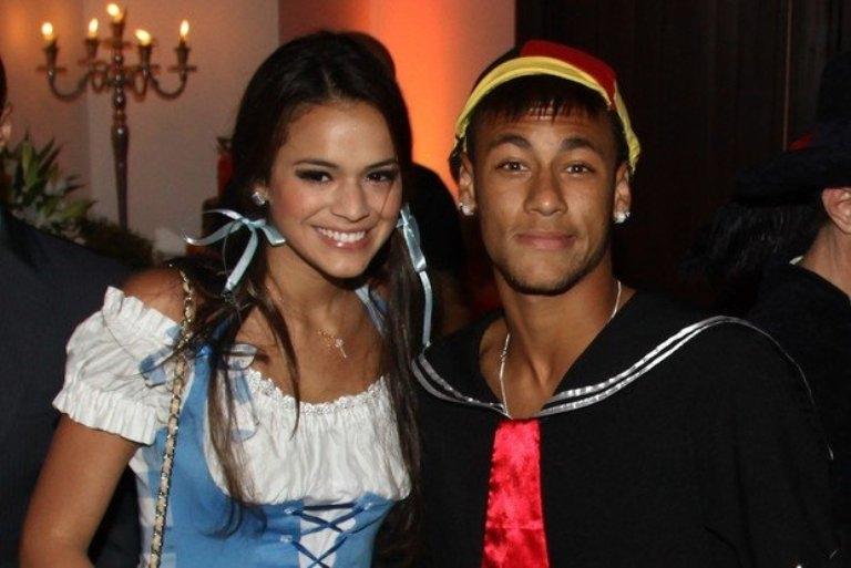 الممثلة البرازيلية برونا تنهي علاقتها مع نجم برشلونة نيمار