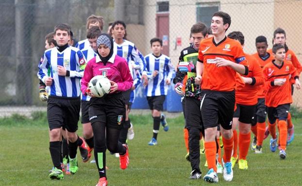 شهيدة اول حكمة عربية تدير مباريات دوري الشبان بايطاليا