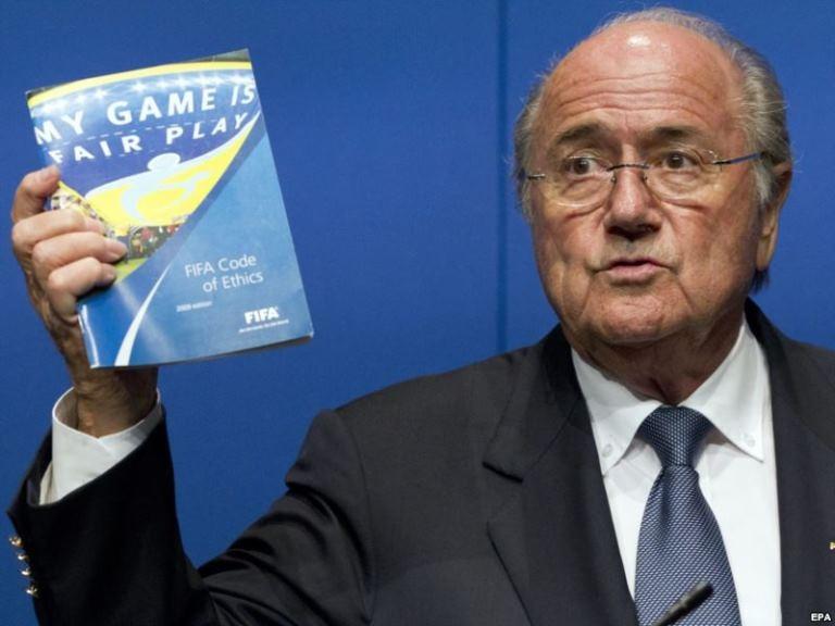 بلاتر يؤكد إقامة كأس العالم 2022 في قطر