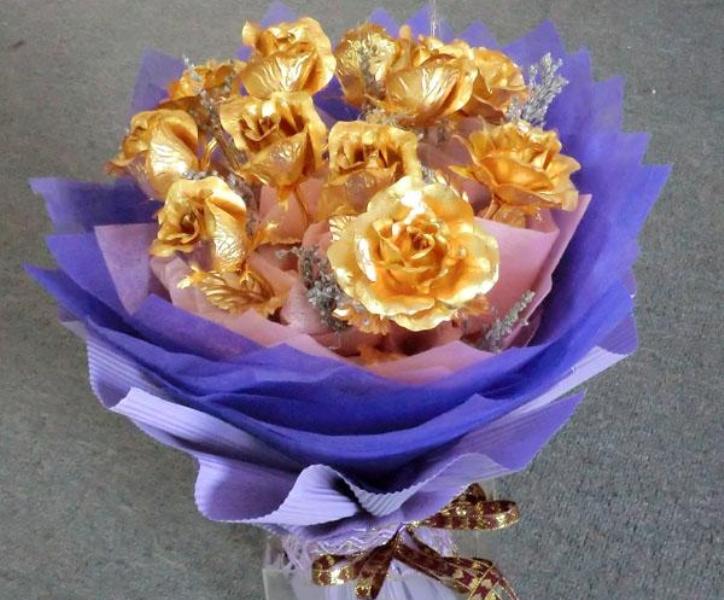 الصين تصنع أزهار من ذهب