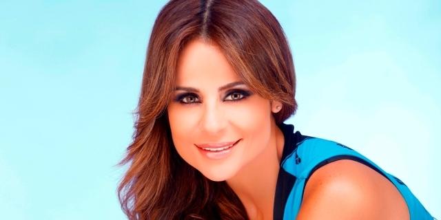 المطربة اللبنانية كارول سماحة تشارك في مهرجان