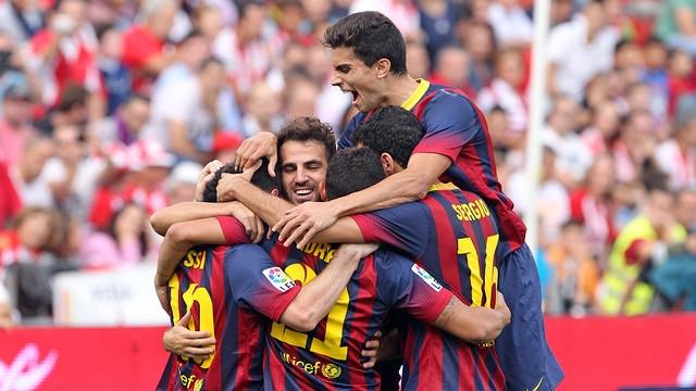 برشلونة يسحق ألميريا ويقلص الفارق بنقطة مع الريال