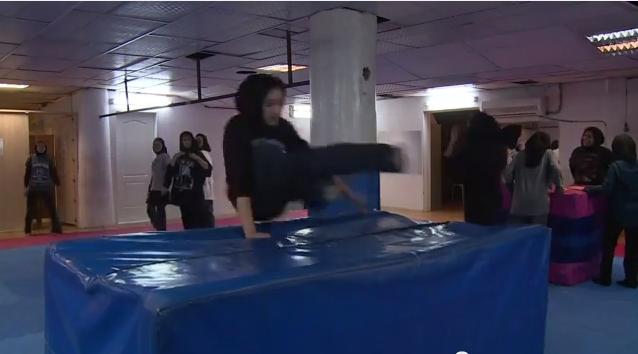 إيران: الفتيات تمارسن رياضة