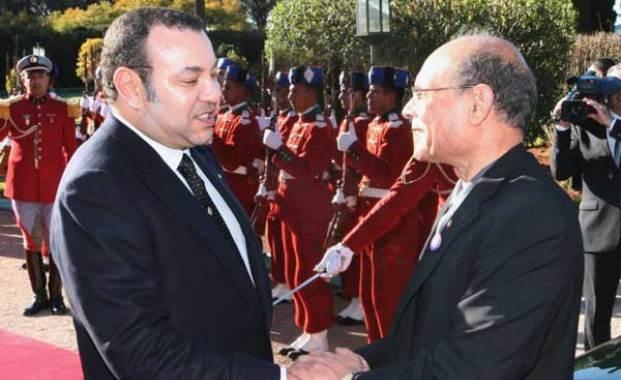 العاهل المغربي للرئيس التونسي: عازمون على مواصلة العمل سويا للدفع قدما بعجلة الاتحاد المغاربي