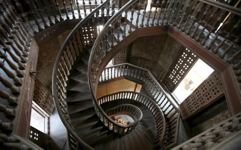 صيني يستخدم السلالم من27 طابق بسبب خوفه من المصاعد