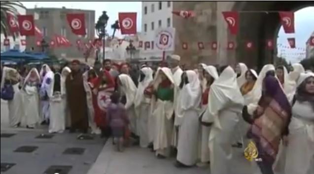 احتفاء بالزي التقليدي في شوارع تونس