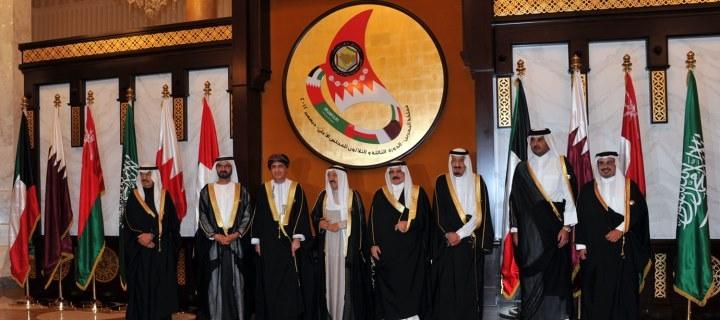 في تصعيد مفاجيء..ثلاث  دول خليجية تعلن سحب سفرائها من قطر