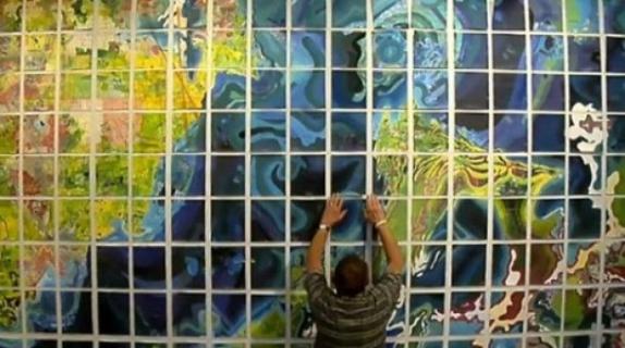 رجل يقضي 50 عاما في رسم أكبر خريطة عالم