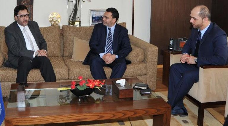 وزير الاتصال يستقبل مدير قناة أبوظبي الإماراتية