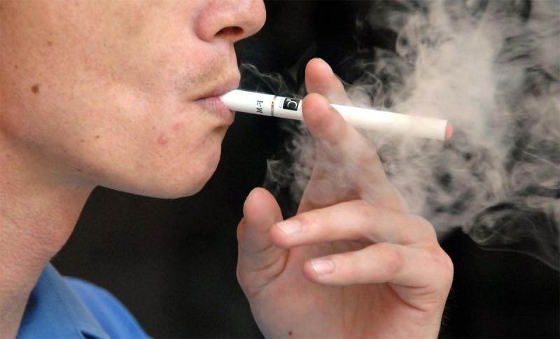 السجائر الالكترونية تشجع المراهقين على استهلاك التبغ