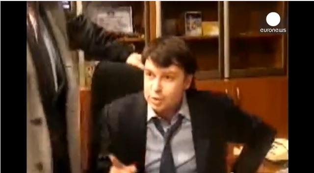 ضرب مدير التلفزيون الأوكراني من قبل نواب متشددين