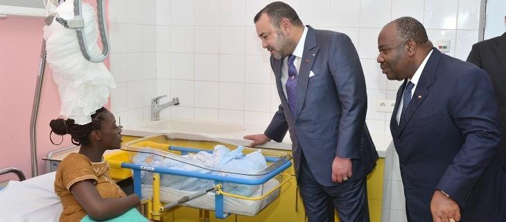 العاهل المغربي والرئيس الغابوني يزوران المركز الاستشفائي (أغوندجي) بليبرفيل