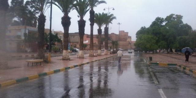 نشرة إنذارية للأرصاد الجوية: زخات مطرية ورياح قوية