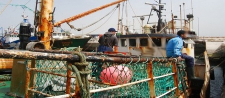 العاهل المغربي يتكفل شخصيا بلوازم دفن جثامين ضحايا الحادث المؤلم بميناء الداخلة