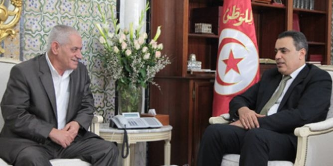 رئيس الحكومة التونسية يتعهد بمراجعة الحد الأدنى للأجور وتطبيق التعهدات المبرمة مع اتحاد الشغل