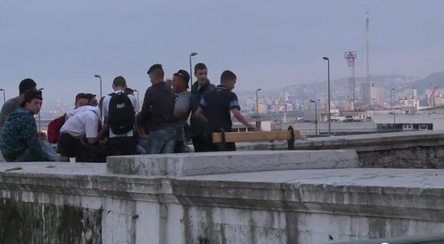 الشباب الجزائري وحلم الهجرة