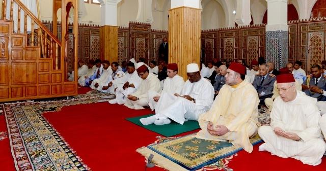 العاهل المغربي يزور مدينة الداخلة ويؤدي صلاة الجمعة في مسجد السلام