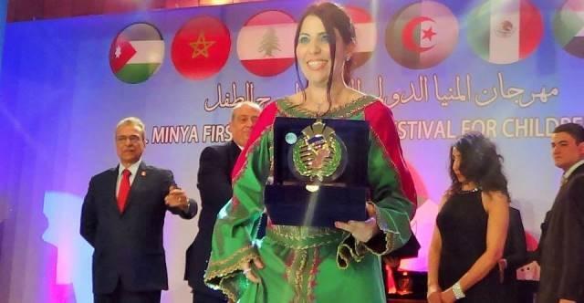 تكريم الممثلة المغربية فاطمة الزهراء احرار في مهرجان الطفل بمصر