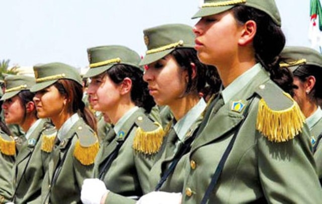 أداء الفتيات للخدمة الوطنية يفجّر موجة من السخرية بالجزائر