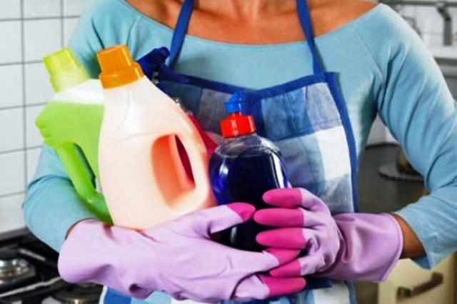 تجنبي المواد الكيماوية في تنظيف المجلى
