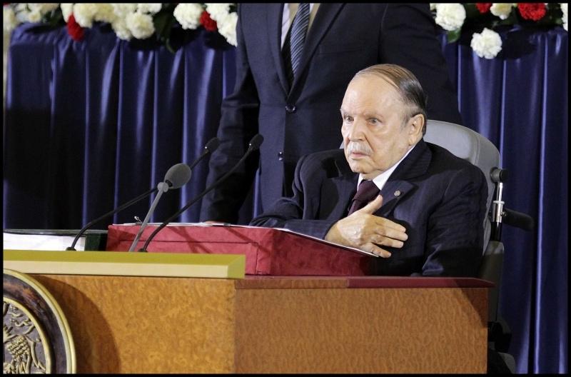 صحف جزائرية تصف أداء بوتفليقة اليمين الدستورية بالمشاهد