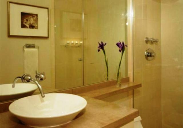 مرآة الحمام خيار يحتاج إلى الدقة