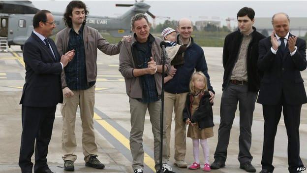 وصول الصحفيين الفرنسيين المطلق سراحهم من سوريا لفرنسا