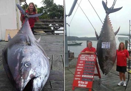 صيادة تدخل موسوعة جينيتس باصطيادها سمكة تونة كبيرة