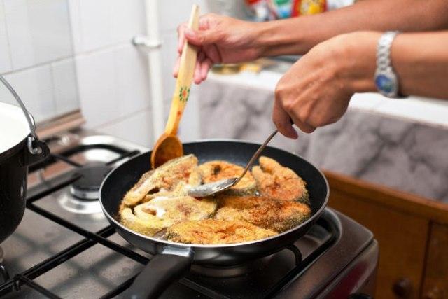 نصائح للتخلص من رائحة السمك بالمنزل بعد القلي