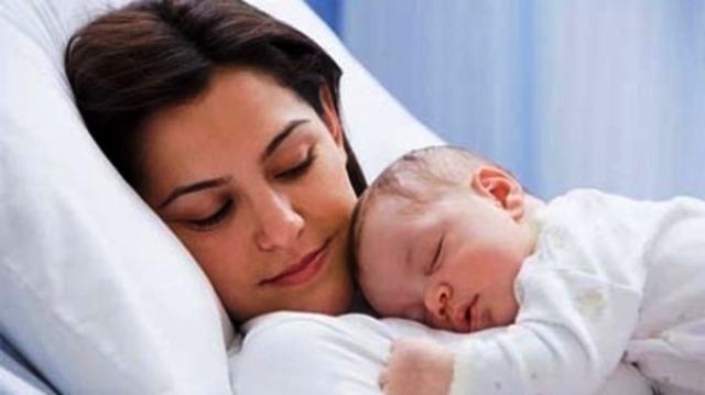 نوم الطفل مع والديه عادة مدمرة