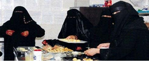 المرأة تعمل طاهية ونادلة لأول مرة في السعودية