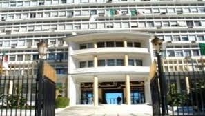 وزارة الداخلية الجزائرية في سباق مع المرشحين لإعلان النتائج الانتخابية