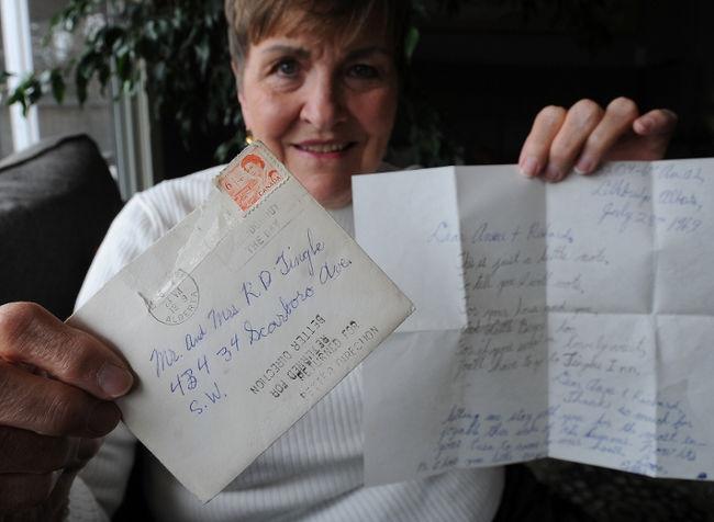 سيدة كندية تتوصل برسالة ضلت طريقها منذ 45 سنة